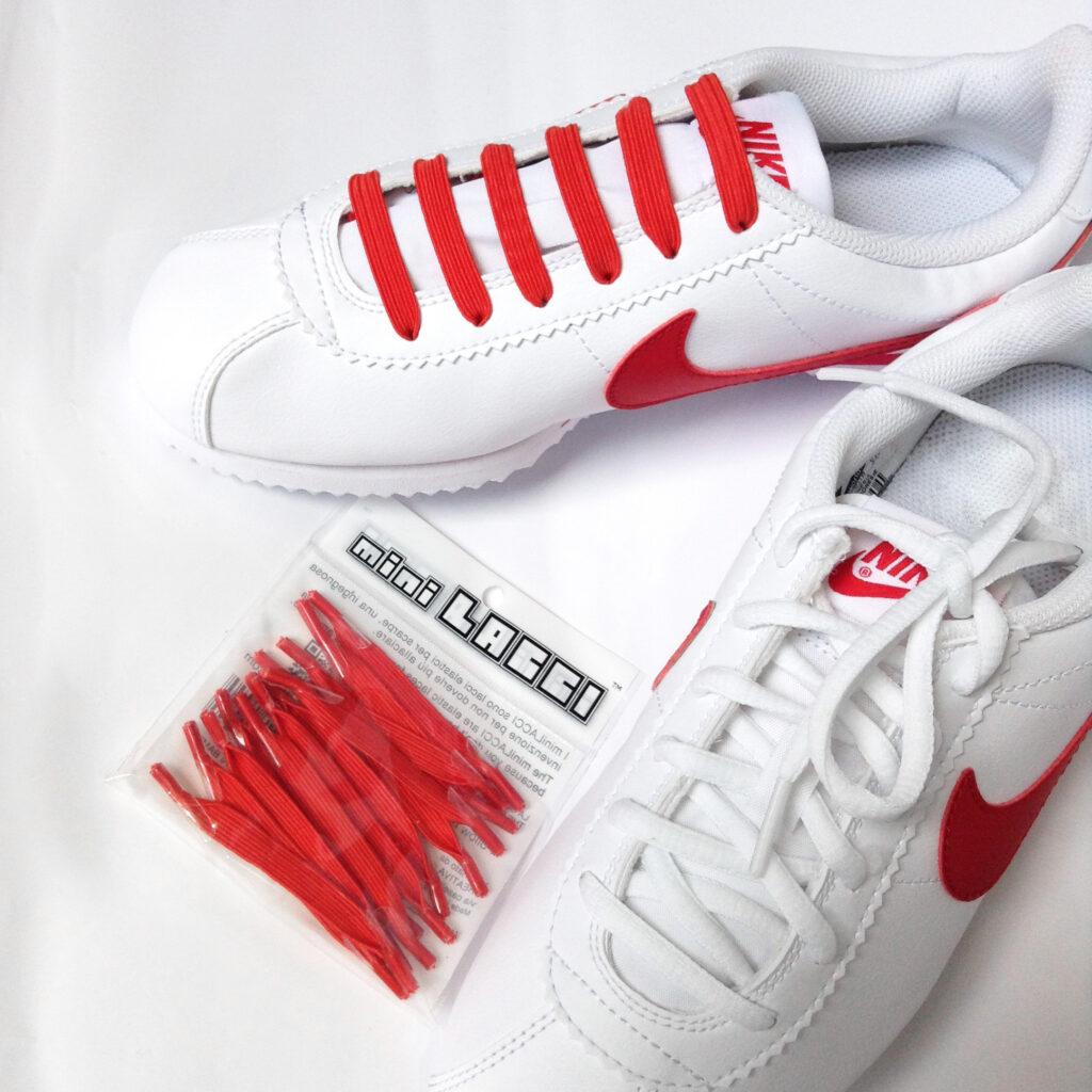 Scarpe Nike Cortez con lacci bianchi e lacci elastici